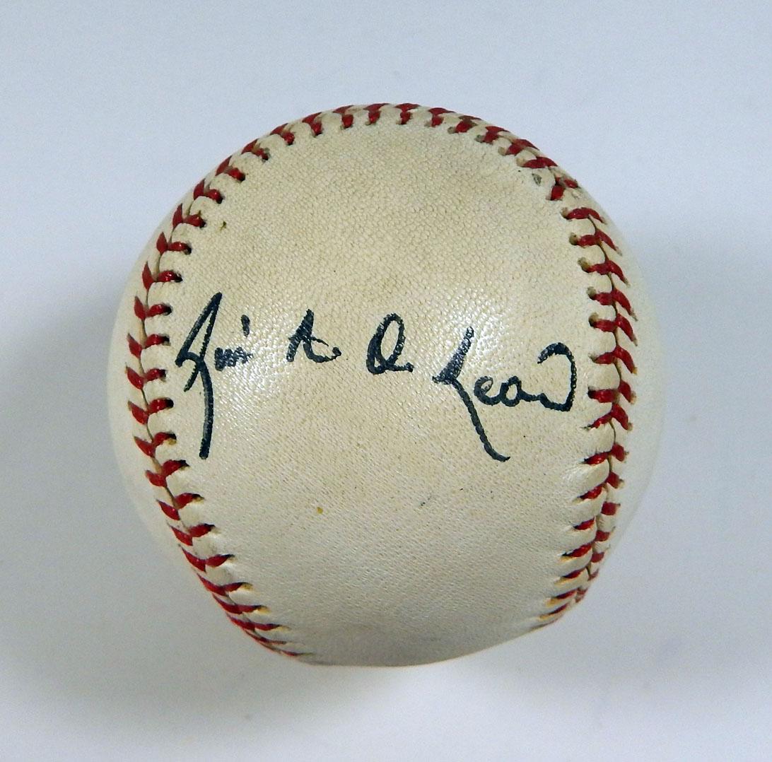 Luis De Leon Signed Baseball Auto DP03839